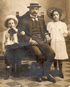 Oddo Angeletti con i figli